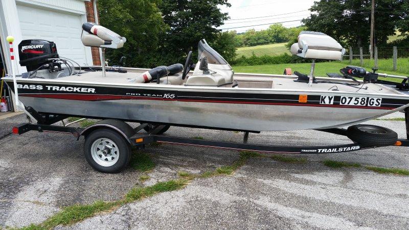 Small boat on lake Erie | Ohio Game Fishing - Your Ohio Fishing Resource